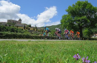 Route d'Occitanie : quand les coureurs passent au pied de Saint-Bertrand-de-Comminges