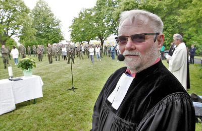 Nach zehn Jahren in Veitshöchheim verabschiedet sich der evangelische Militärpfarrer Johannes Müller unter Blaulicht