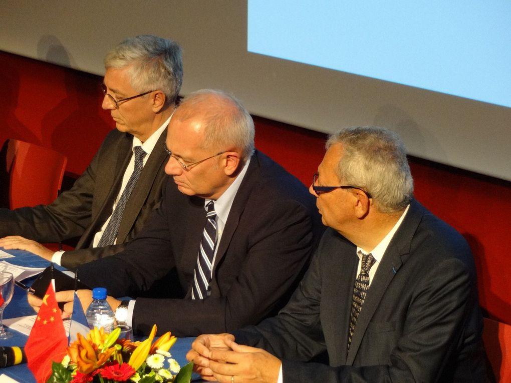 Cérémonie de présentation et Chang'E-4 et Yutu-2 avec la remise des contrats entre la Chine et la France