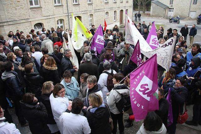 Bayeux, 300 manifestants défilent pour l'avenir de l'hôpital