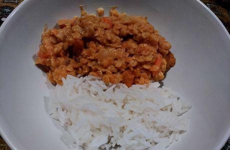 Dahl de lentilles corail au curry et au lait de coco