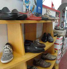 """TREGOR GOELO : Le magasin de chaussures """"A L'ANGLE DE LA RUE"""" à Pontrieux"""