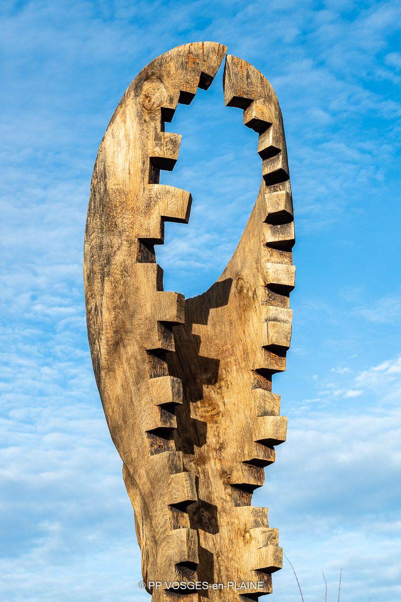 A DOMPAIRE, des sculptures monumentales du Symposium International de sculpture de MIRECOURT