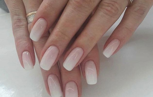 Faux ongles naturels courts