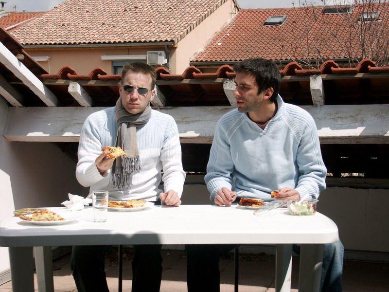 Parfois le staff se détend, ça arrive ;) Entre sorties, barbecue sur la terrasse pour l'équipe de Toulouse, pause dans un parc, foire du trône pour l'équipe de Paris et anniversaires... Voici les bons moments du staff.