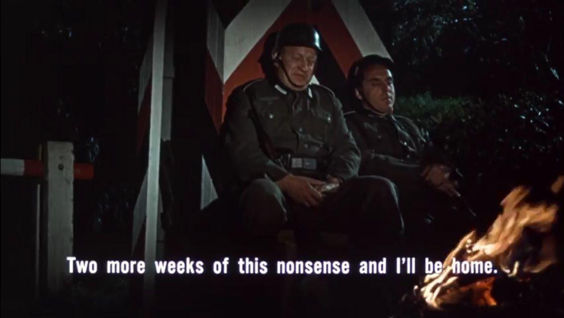Les deux premiers soldats allemands à se faire tuer, ceux que même prévenu par Reisman, il aurait fallut sacrifier, ces deux soldats allemands sont comme par hasard ceux qui détestent leur poste, la guerre et parlent de vacances et de mariage. Ils ont été mis à ce poste parce qu'ils sont des quantités négligeables pour l'armée.