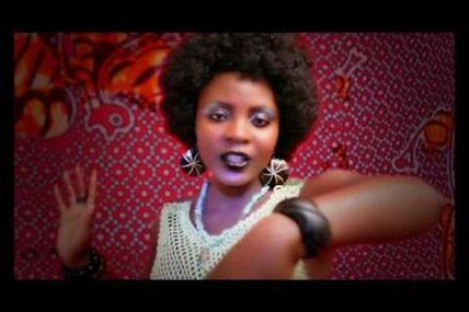 World musique avec avec la Togolaise Coco Van M Second video from Togolese upcoming artist Coco Van M. Keep up with this lady...