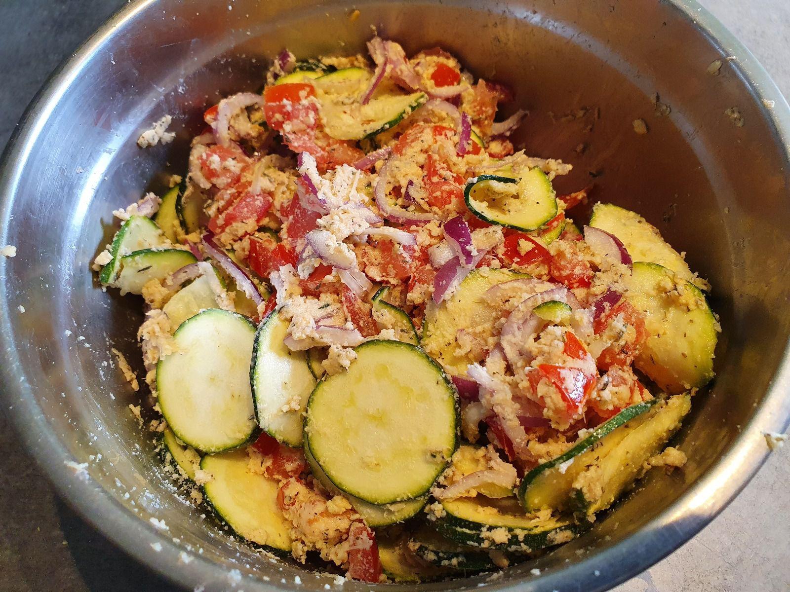 Pain de tomates, courgettes et oignons