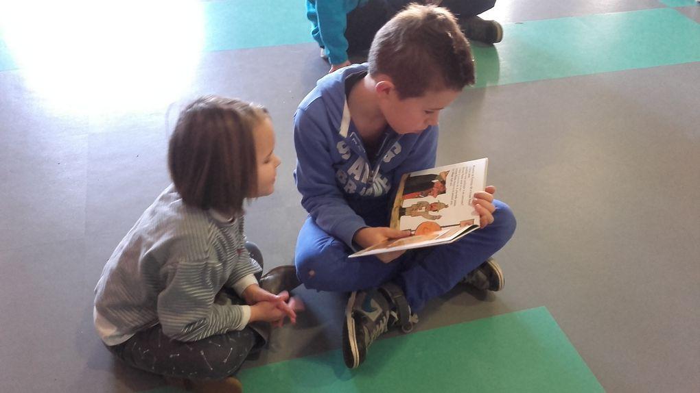 Les plus grands lisent aux plus petits