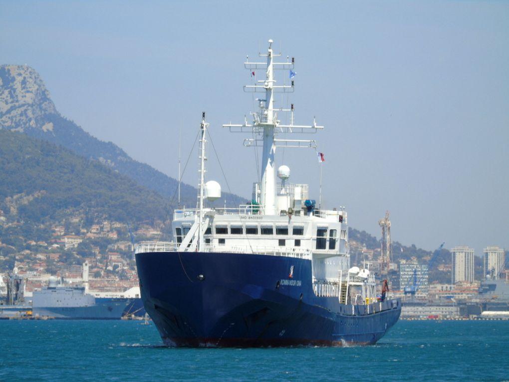 KOMMANDOR IONA , navire de recherche anglais , arrivant dans le port de la Seyne sur Mer le 16 juin 2017