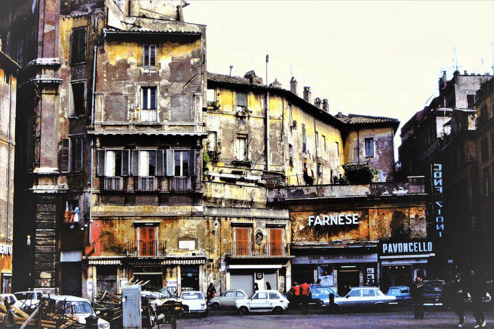 Sur la place Campo de' Fiori , on est en plein dans Rome et pourtant on aurait cru, au milieu des années 80, faire ses courses au marché d'une ville de province - s'il n'y avait pas la statue de Giordano Bruno, brûlé vif comme hérétique, sur cette même place, en 1660.