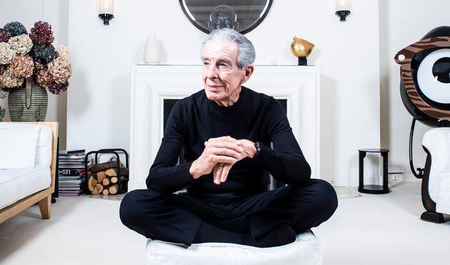 Stephane Grangier - Corbis via Getty Images Jean-Louis Servan-Schreiber lors d'une séance photo à Paris en avril 2019.