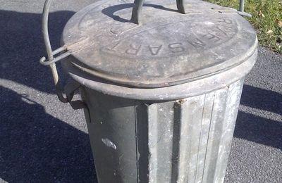 Chères poubelles.
