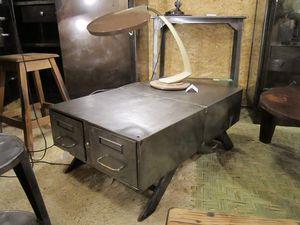 VENDU. Buffet télé ou table basse - pieds design.