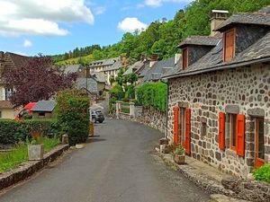 Le village de Tournemire et son château.