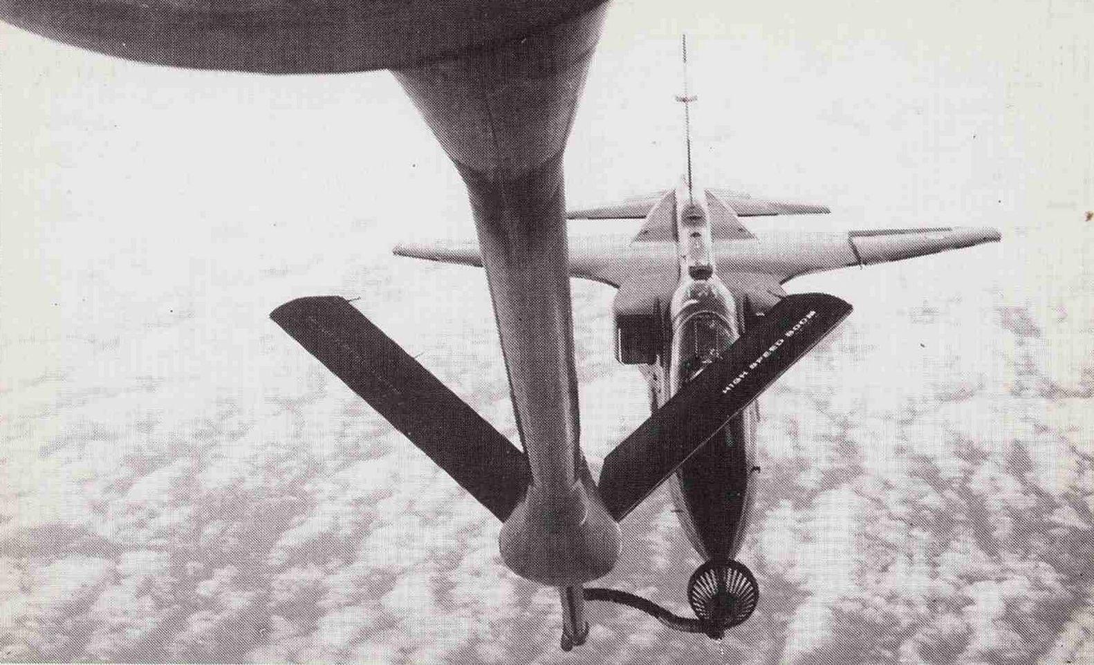 UNE JAGUAR quand il s'agit d'une automobile et UN JAGUAR quand il s'agit d'un avion