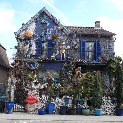 Das blaue Märchenhaus in Bischofsheim