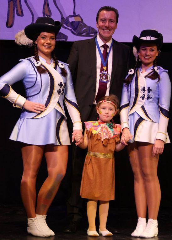 Umgekehrt wurde auch der Bürgermeister beschenkt: So händigte ihm der Clubpräsident die Ernennung zum Ehrensenator des VCC aus und ein Mädchen der Tanzknirpse überreichte ihm den Jubiläums-Sessionorden.