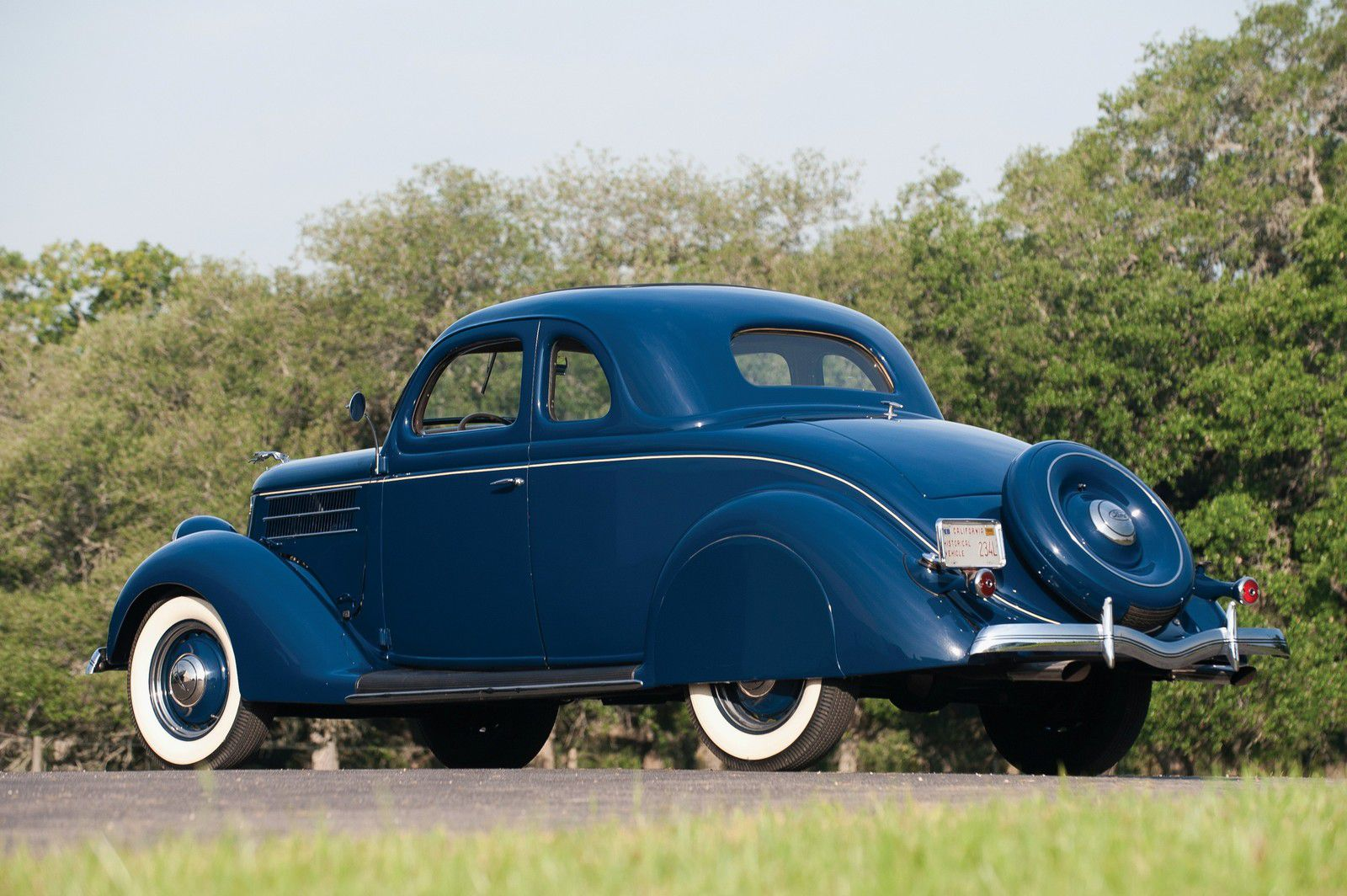 VOITURES DE LEGENDE (1235) : FORD DeLUXE COUPE  5 WINDOW - 1936