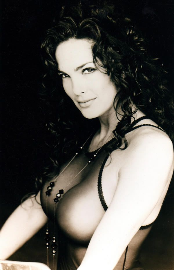 Pop Culture Icon, Actress & Model Julie Strain Passes Away At 58! RIP