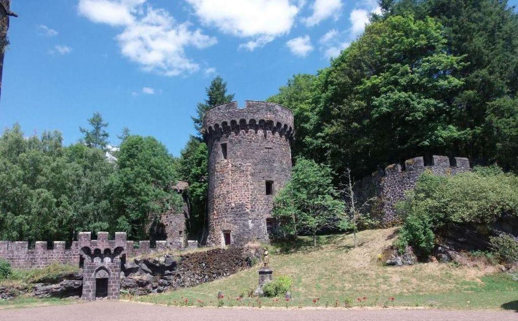 2 - Un peu d'histoire avec le château Dauphin de Pontgibaud