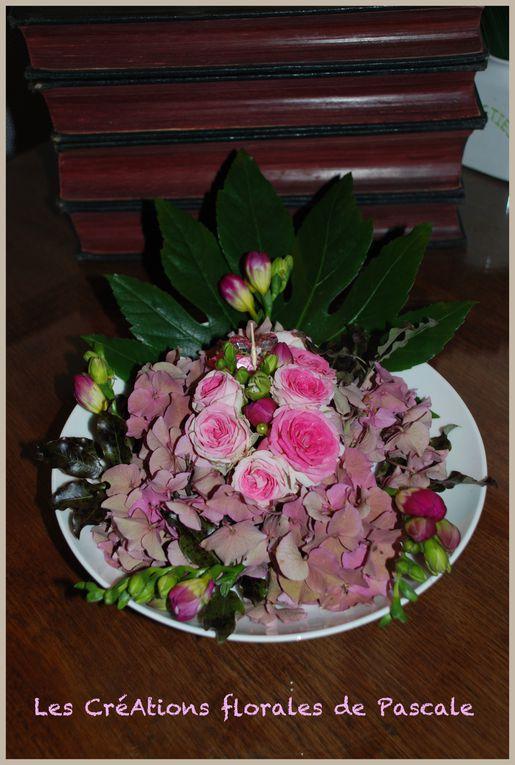 Créations florales réalisées sur de jolies assiettes