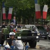 """MAJ: L'image du jour: """"le chef de guerre Macron"""" remonte les Champs-Élysées...en véhicule militaire en saluant une foule inexistante !!! - MOINS de BIENS PLUS de LIENS"""