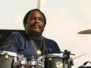 alphonse mouzon, un batteur et percussionniste de jazz-fusion américain