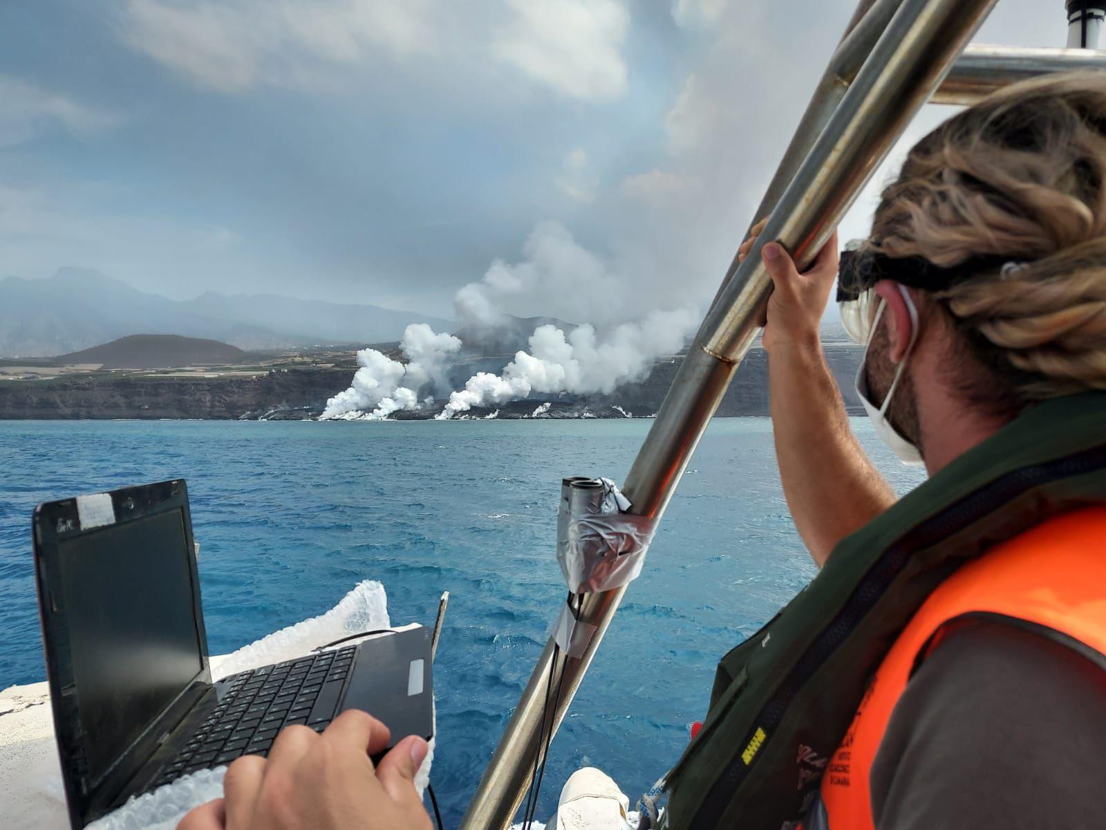 La Palma / Cumbre Vieja - le delta de lave depuis l'hélico et du patrouilleur de la Guardia Civil - photos InVolcan