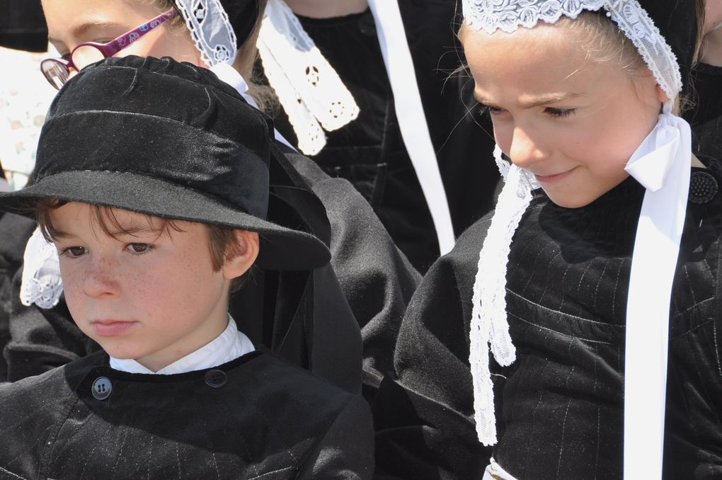 Le groupe des enfants du cercle celtique Ar vro vigoudenn de Pont-l'Abbé (photos 2014. Gouel ar Vugale à la Forêt-Fouesnant.