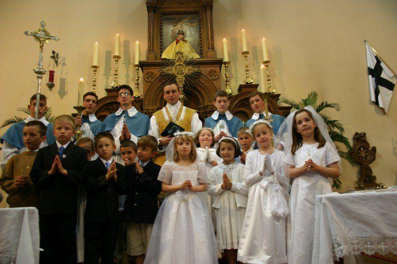 Photos des premières communions le dimanche 30 mai 2010