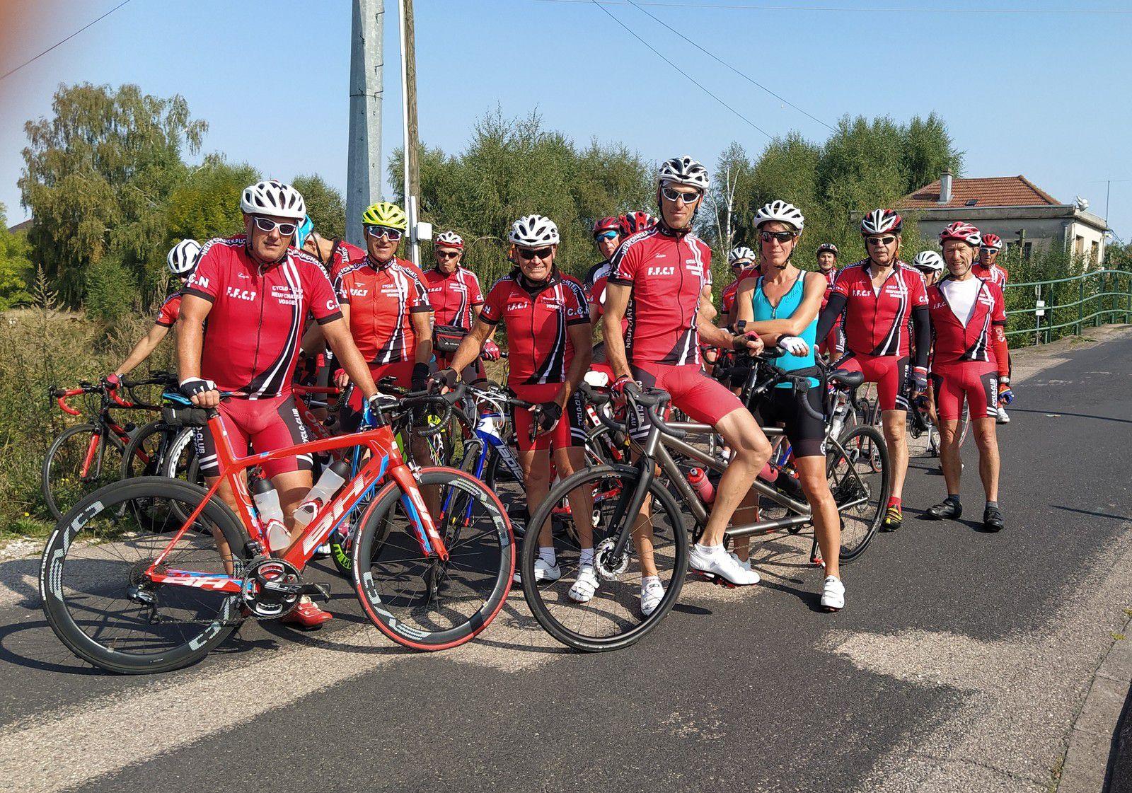 """Sortie journée du 12/09: Le matin  2 circuits de 72 km et 87 km vers le Xaintois ont  été parcourus par 24 cyclos( photo: écluse de Vincey). Après un excellent repas pris au restaurant """"l'Abondance"""",  12 cyclos ont repris leur vélo pour aller grimper la colline de Sion (photo: monument Maurice Barres ). Une belle journée cyclo !!!"""