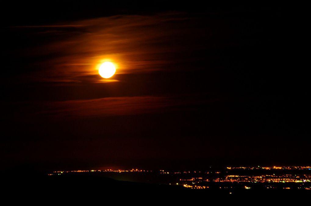 Et que dire de la vue sur la mer avec la pleine lune (2 photos)