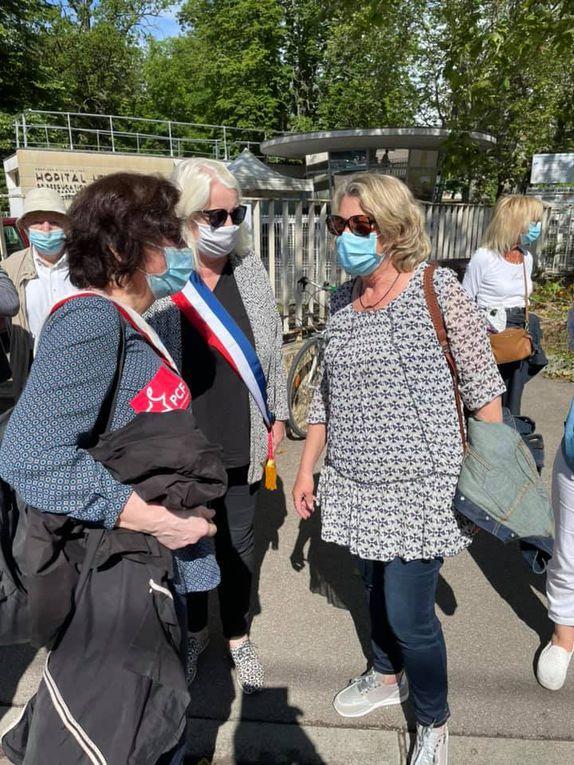 Grande réussite de la chaîne humaine autour de l'hôpital Henry Gabrielle qui doit rester à Saint-Genis-Laval