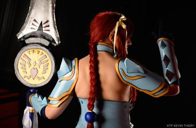 Photos cosplay : Erza, armure impératrice du foudre