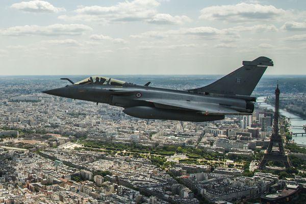 © Armée de l'Air - Rafale C du RC 2/30 «Normandie-Niémen» en vol au-dessus de Paris