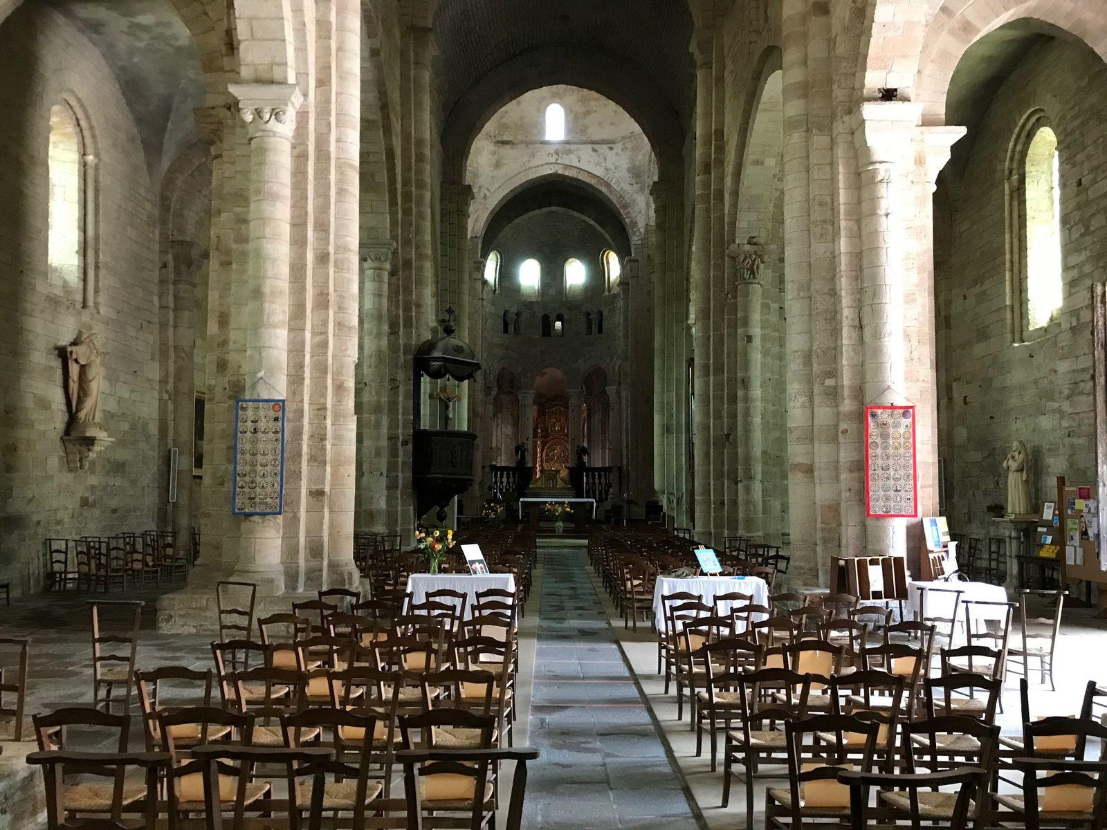 Les bannières de Beaulieu-sur-Dordogne dans l'abbatiale !