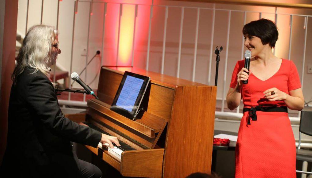 Rüsing ist seitdem Tolllemers ständiger Bühnenpartner. Sie ist hauptberuflich Sängerin und Schauspieleren/Clownin.