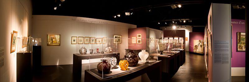 Exposition Suzanne Lalique au Musée Lalique ---- Scénographie : Jean-Marc Ferrer / Assistant de scénographie : Matthieu Bussereau / Lumières : Anthony Perrot ---- ©Photographies Anthony Perrot