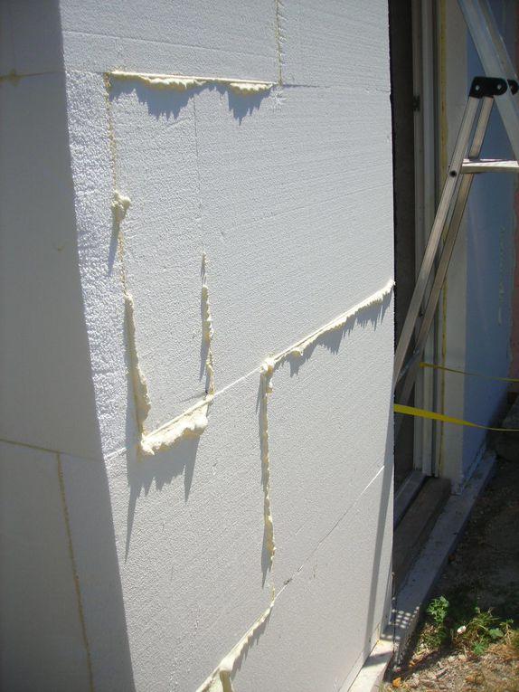 pose du polystyrène expansé dans l'isolation thermique extérieure, traitement de points singuliers (angle, départ,...)