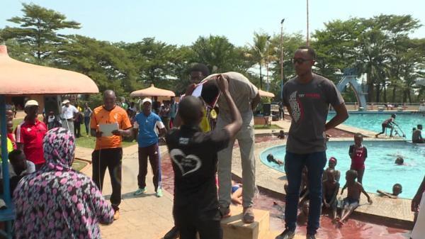 Cinq provinces participent à une compétition de natation