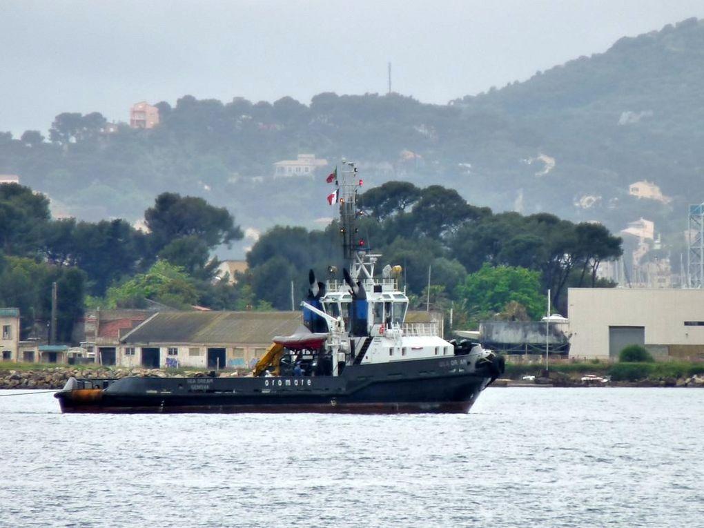 SEA DREAM , remorqueur italien , remorquage  du dock RI 38