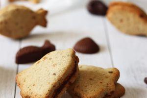 Biscuits au pralin fourrés au chocolat { sans gluten, sans lait, sans œufs }