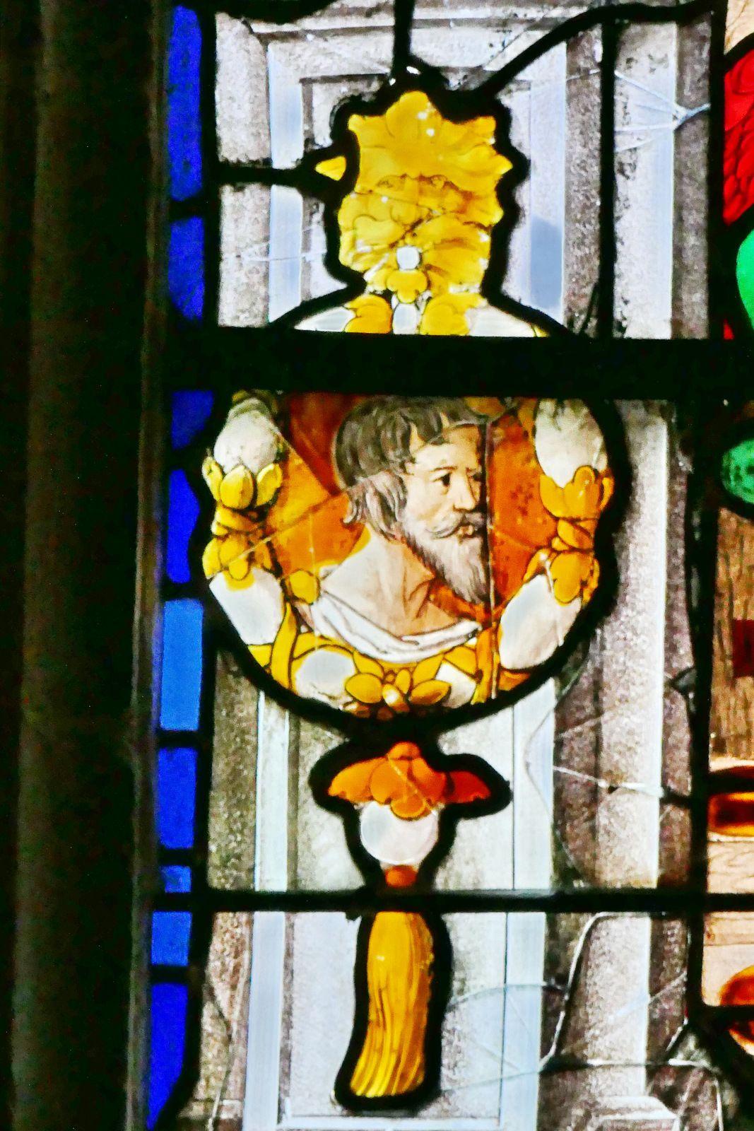 Baie n°8 (Couronnement et Annonciation, 1536) de l'église Notre-Dame de La-Guerche-de-Bretagne. Photographie lavieb-aile août 2020.