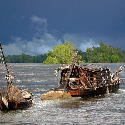 Embarcations dans l'orage à Montsoreau-Paysage-Loire-rivière-Fleuve-Montsoreau-Photo-Photographie-d'art-Maine et-Loire-tableau-17-Galerie-Gabare-Gabarre-bateau-déco-decoration-encadrée-mur-cadre-encadrement-