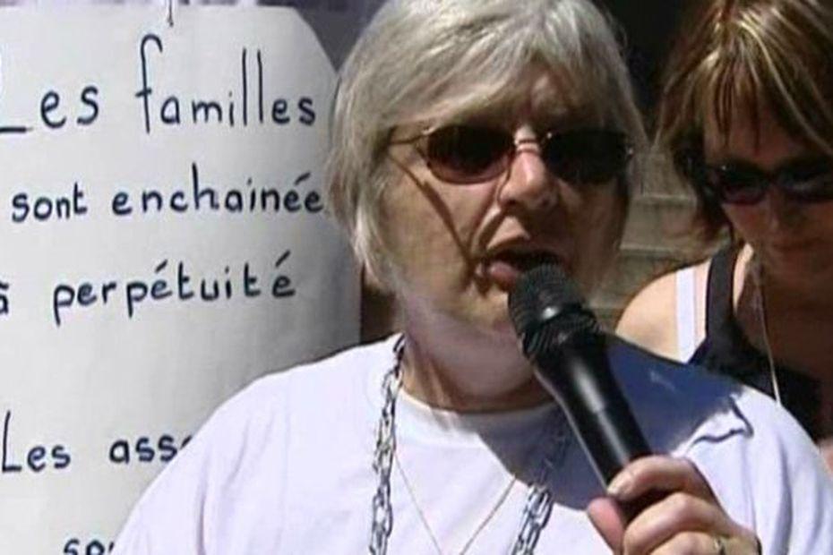 Marie-Rose Blétry devant le palais de justice de Chalon-sur-Saône en 2010, lors d'une manifestation de l'association Christelle. • © France 3 Bourgogne