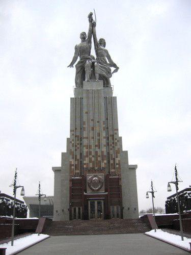 """Moscou, monument et centre des expositions """"L'Ouvrier et la Kolkhozienne"""""""