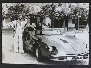 Knocking on gullwing's door