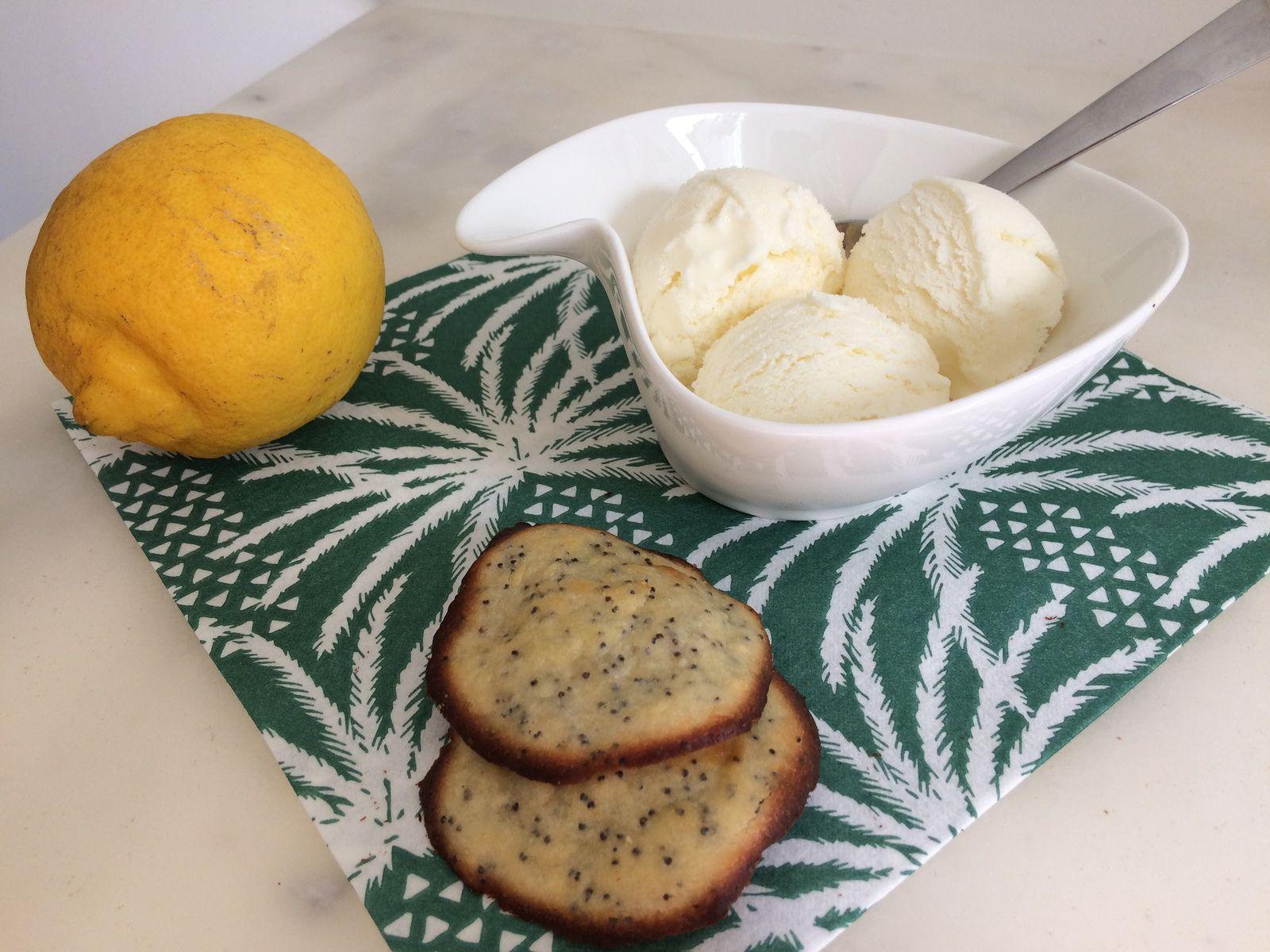 """Suite à la glace au Milka mon fils m'a """"commandé"""" une glace au citron, voici donc la recette de ce premier essai qui était tout à fait satisfaisant."""