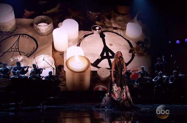 Regardez Céline Dion chanter L'hymne à l'amour aux American Music Awards.